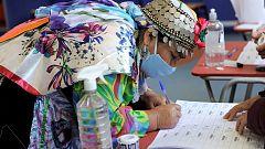 Calma en Chile y largas filas en centros de votación en histórico plebiscito