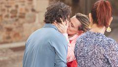 El apasionado beso de Ainhoa Arteta y Jordi Cruz