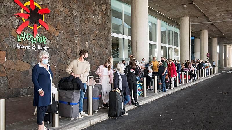 Canarias exigirá una PCR negativa en COVID-19 a los turistas
