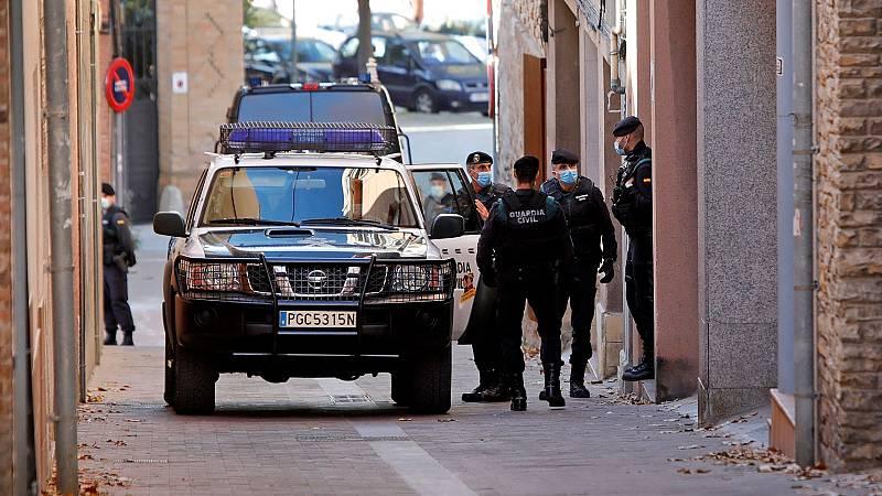 La Guardia Civil detiene a una veintena de afines a Puigdemont de CDC y ERC por desviar fondos a Waterloo