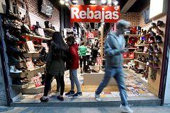 Los comerciantes adelantan los descuentos para salvar la campaña navideña