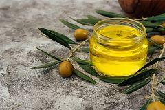 Aquí la Tierra - ¿Qué elaboración necesita un aceite de primera calidad? ¡Nos lo enseñan en Málaga!