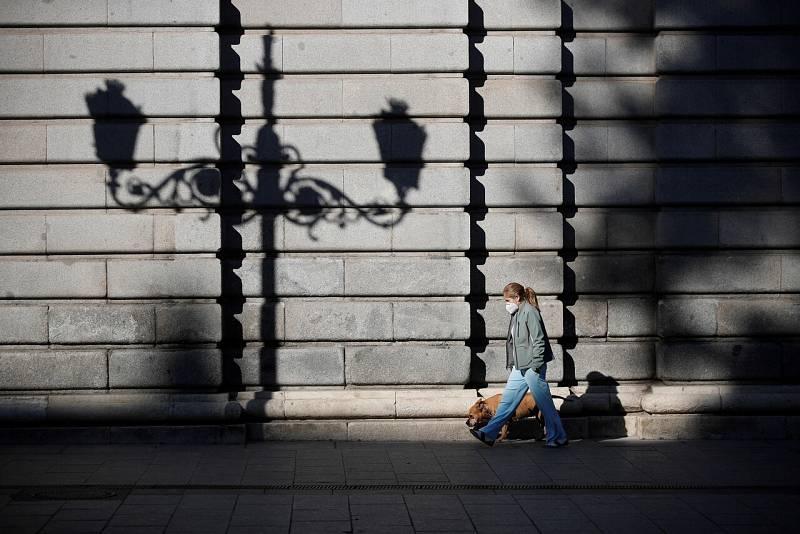 Madrid pide al Gobierno el cierre de la comunidad por días