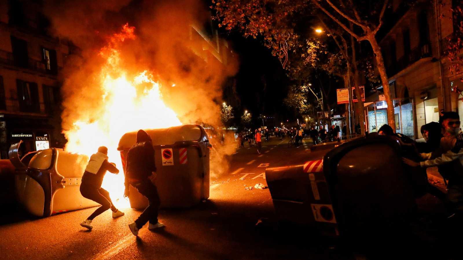 Varios detenidos en los disturbios en Barcelona tras una protesta contra las restricciones ante el coronavirus