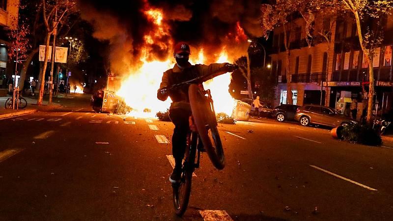 Disturbios en Barcelona tras una manifestación contra el toque de queda se saldan con al menos 12 detenidos