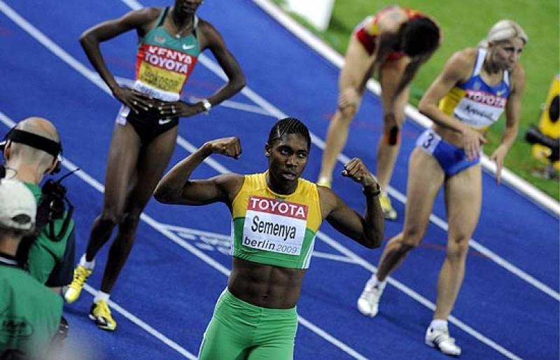 La IAAF abre una investigación para saber si Semenya es hombre o mujer. Los atletas españoles dan su opinión acerca de la polémica suscitada por la sexualidad de la sudafricana.