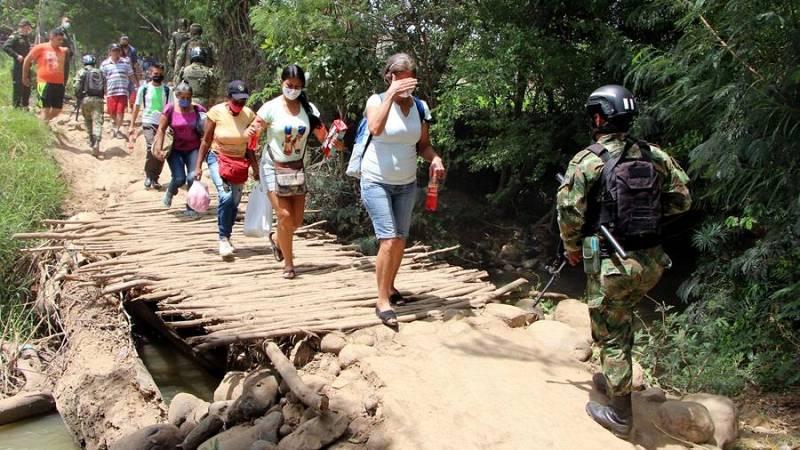 Cientos de migrantes venezolanos intentan llegar a Colombia en busca de una vida mejor