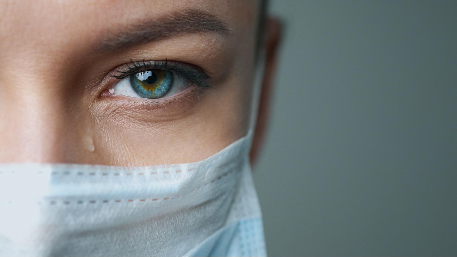 """Ojo seco y estreñimiento, los otros """"efectos"""" del coronavirus"""
