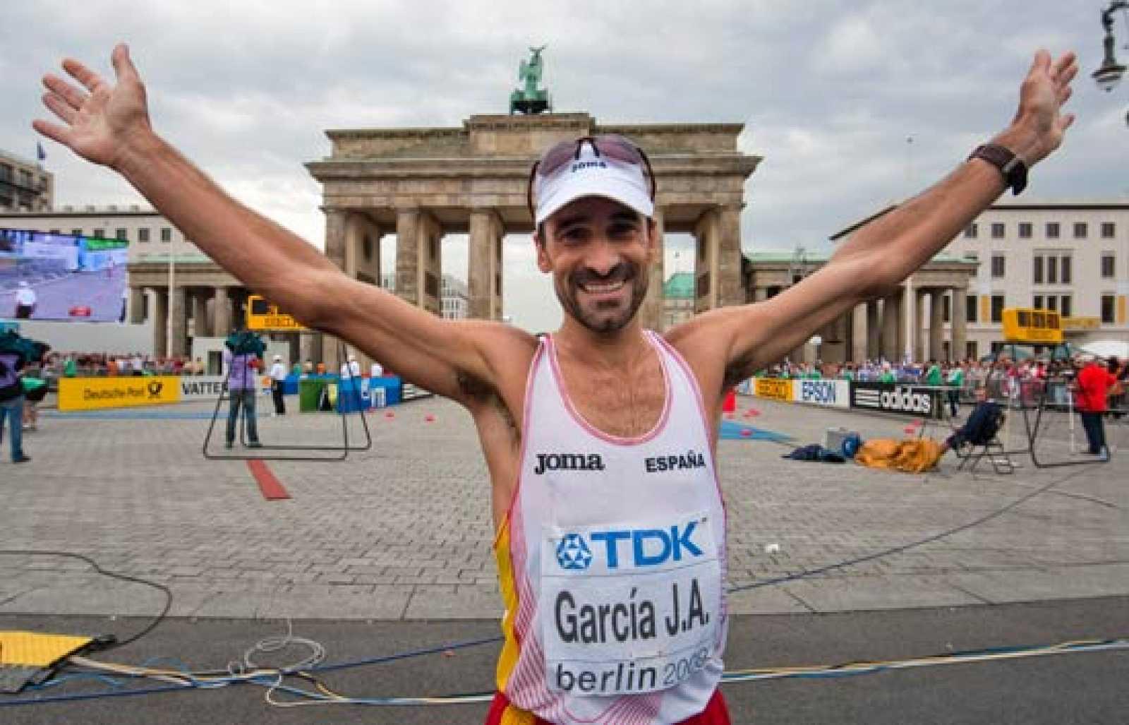 El veterano atleta madrileño Jesús Ángel García Bragado se ha hecho con el bronce en la prueba de 50 kilómetros marcha de los Mundiales de Berlín.
