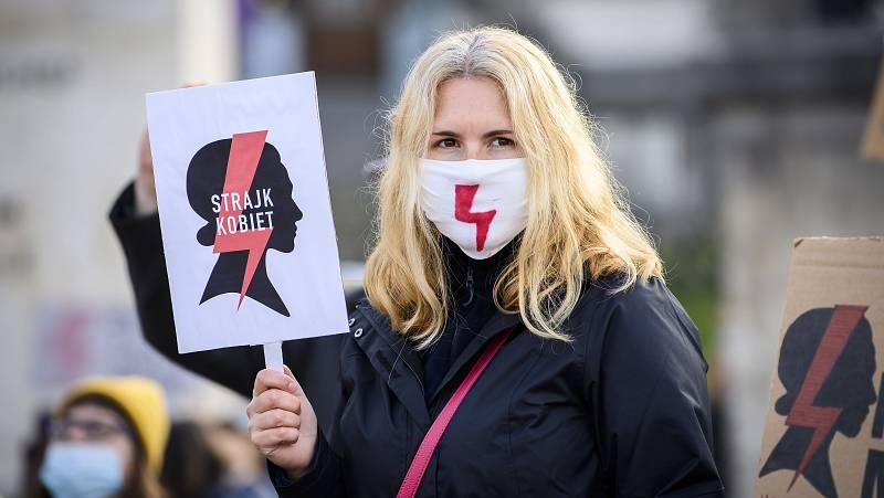"""Así es """"Huelga de mujeres"""", el movimiento que ha paralizado el recorte del aborto en Polonia"""