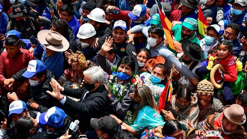 Evo Morales recibe una masiva acogida en su vuelta a Boliva tras casi un año de exilio en Argentina