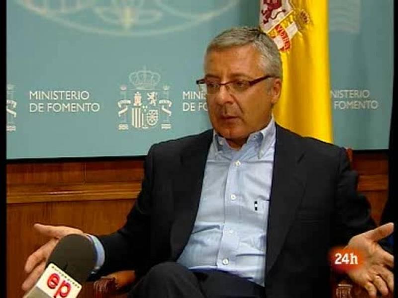"""El ministro de Fomento, José Blanco, aboga por la """"contención"""" salarial para los funcionarios durante 2010"""