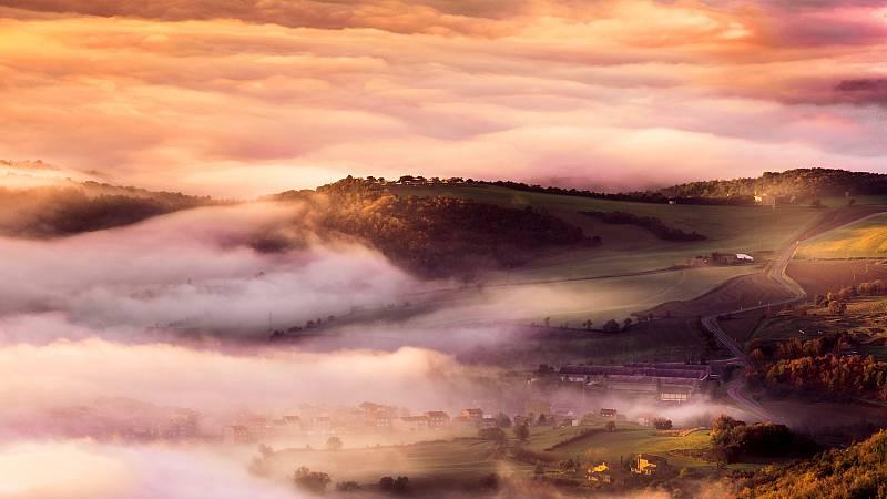 Nieblas en amplias zonas del interior peninsular, levante fuerte en el Estrecho - ver ahora