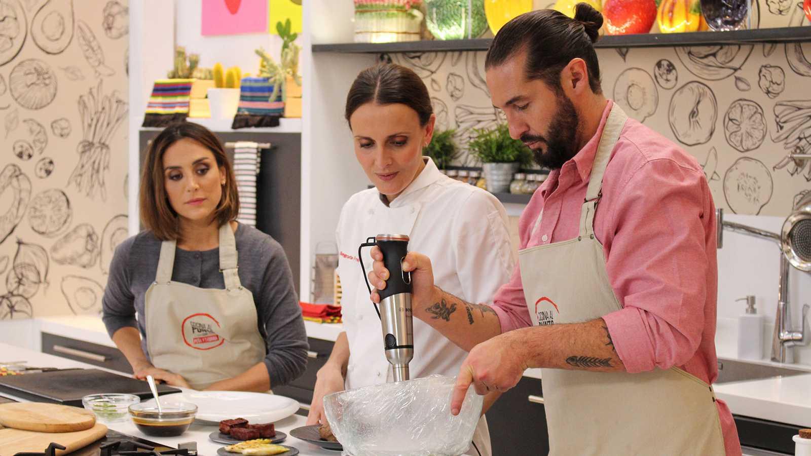 Cocina al punto con Peña y Tamara - Arroz negro con calamares con majado de perejil - ver ahora