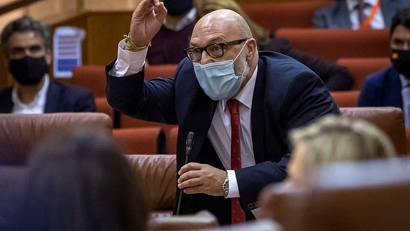 El portavoz de Vox en Andalucía abandona el Parlamento tras un rifirrafe con el PSOE