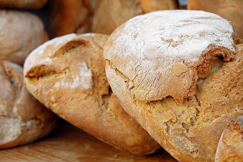Aprendemos a elaborar pan con tomate seco en Castellón