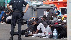 Cientos de migrantes en Europa buscan a sus familiares entre los recién llegados a Arguineguín