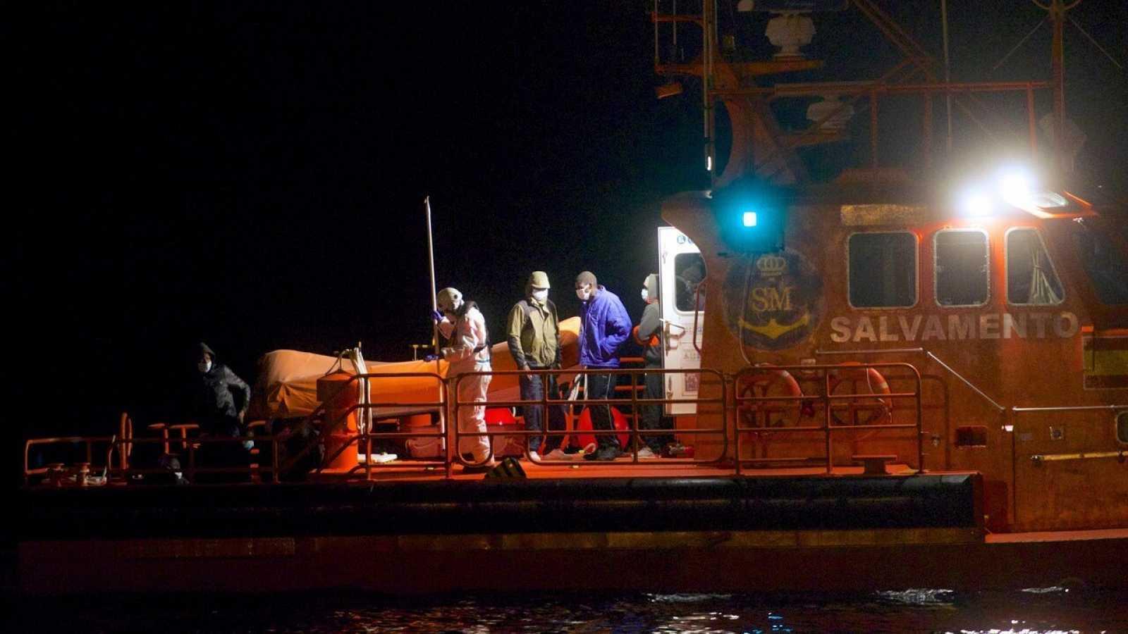 Al menos cuatro muertos tras el naufragio de una patera en Lanzarote cerca de la costa