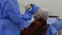 Mayores y sanitarios, primeros destinos de la vacuna