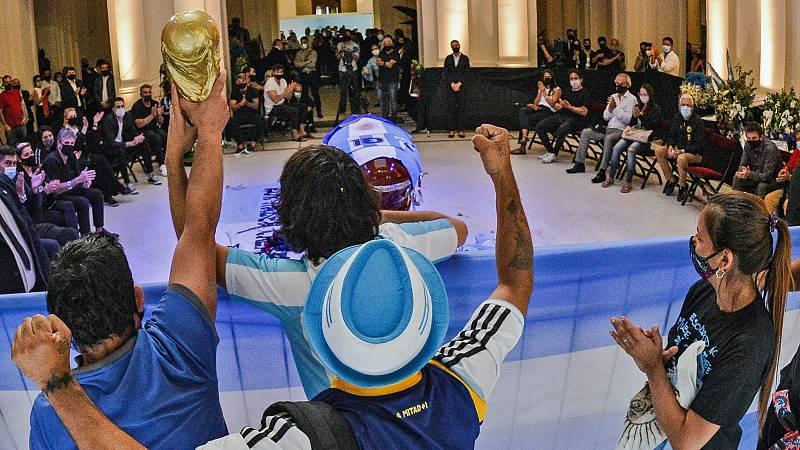 Multitudinario adiós a Maradona en la Casa Rosada