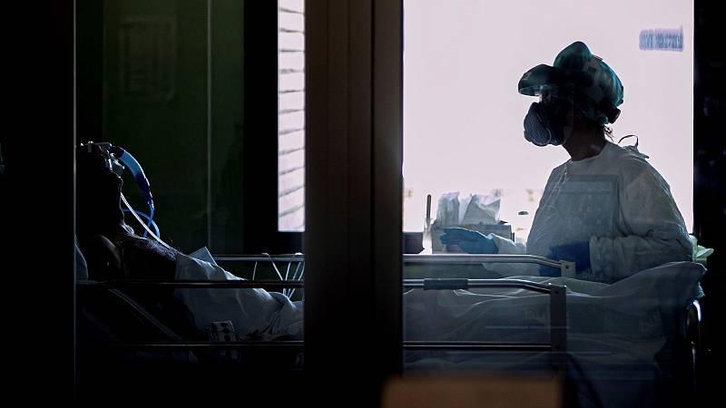 """""""No somos héroes"""": Médicos y trabajadores sanitarios reclaman unas mejores condiciones laborales"""