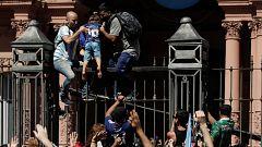 El velatorio de Maradona en la Casa Rosada se desborda