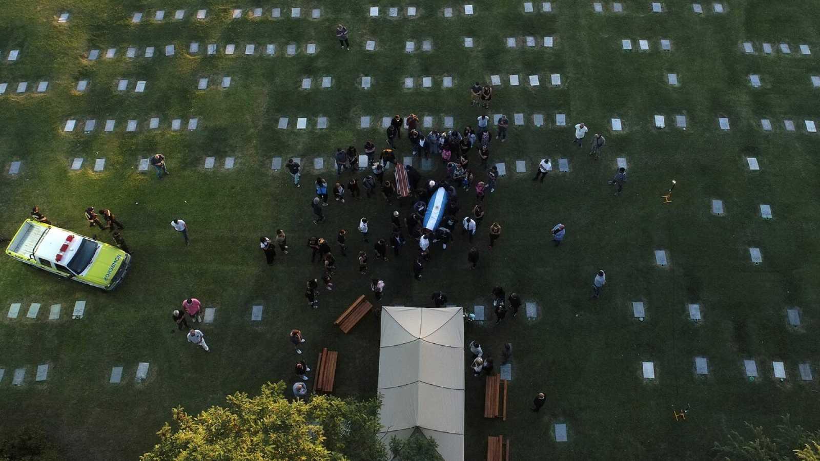 Maradona es enterrado en una ceremonia íntima a las afueras de Buenos Aires tras una multitudinaria despedida