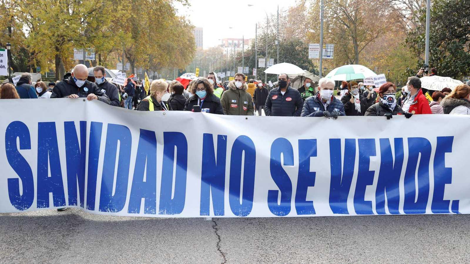 La 'Marea Blanca' vuelve a manifestarse en Madrid en defensa de la sanidad pública