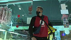Riders Solidarios en Sant Antoni, el servicio de comida a domicilio de estas navidades
