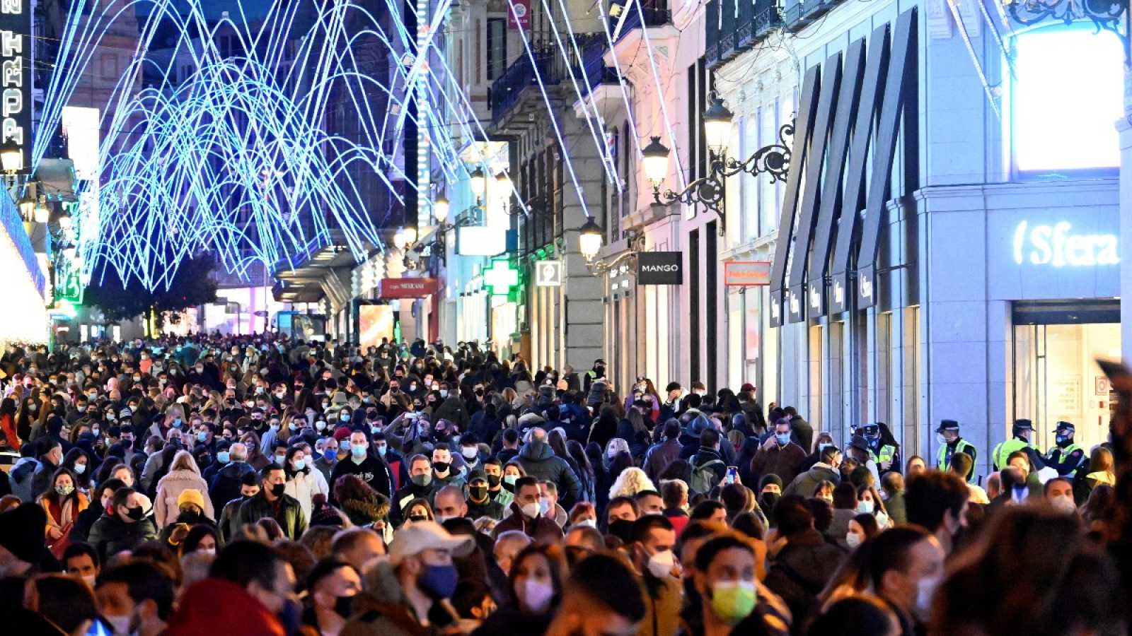 Aglomeraciones en las calles comerciales en el primer fin de semana de ambiente navideño