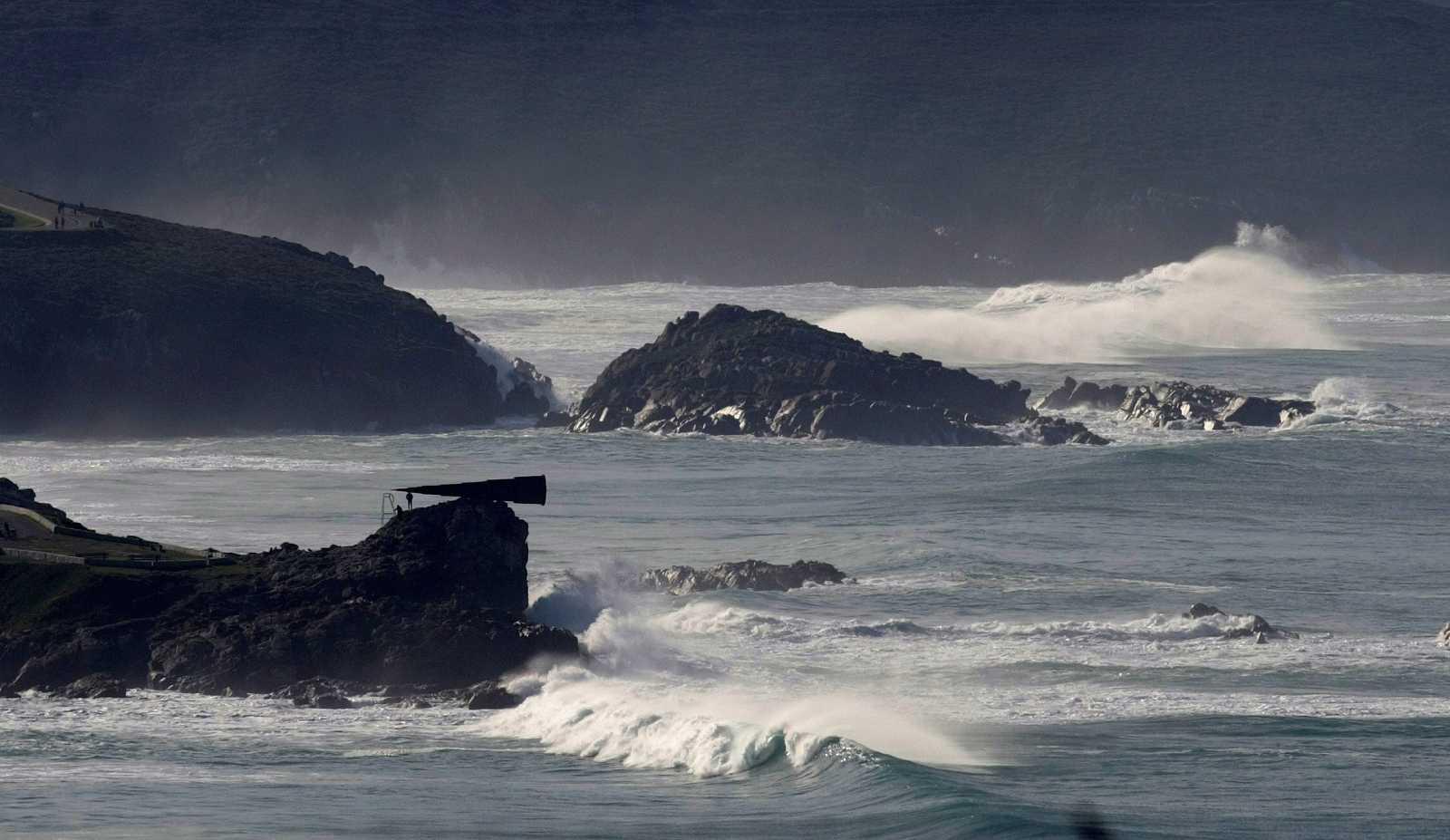 Precipitaciones localmente fuertes y persistentes en el oeste y sur de las islas Canarias de más relieve - Ver ahora