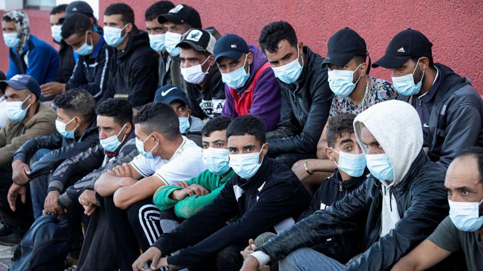Numerosos jóvenes marroquíes dejan sus aldeas en el interior del país para subirse a una patera rumbo a Europa
