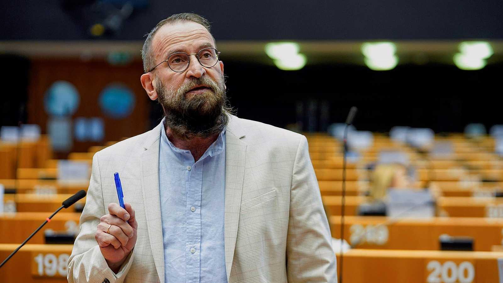 Dimite un eurodiputado húngaro por participar en una orgía ilegal en Bruselas