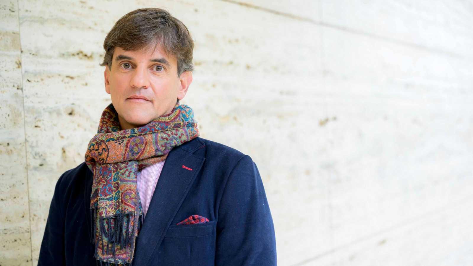 José Luís Martínez parla amb Anna Cler a Noms Propis
