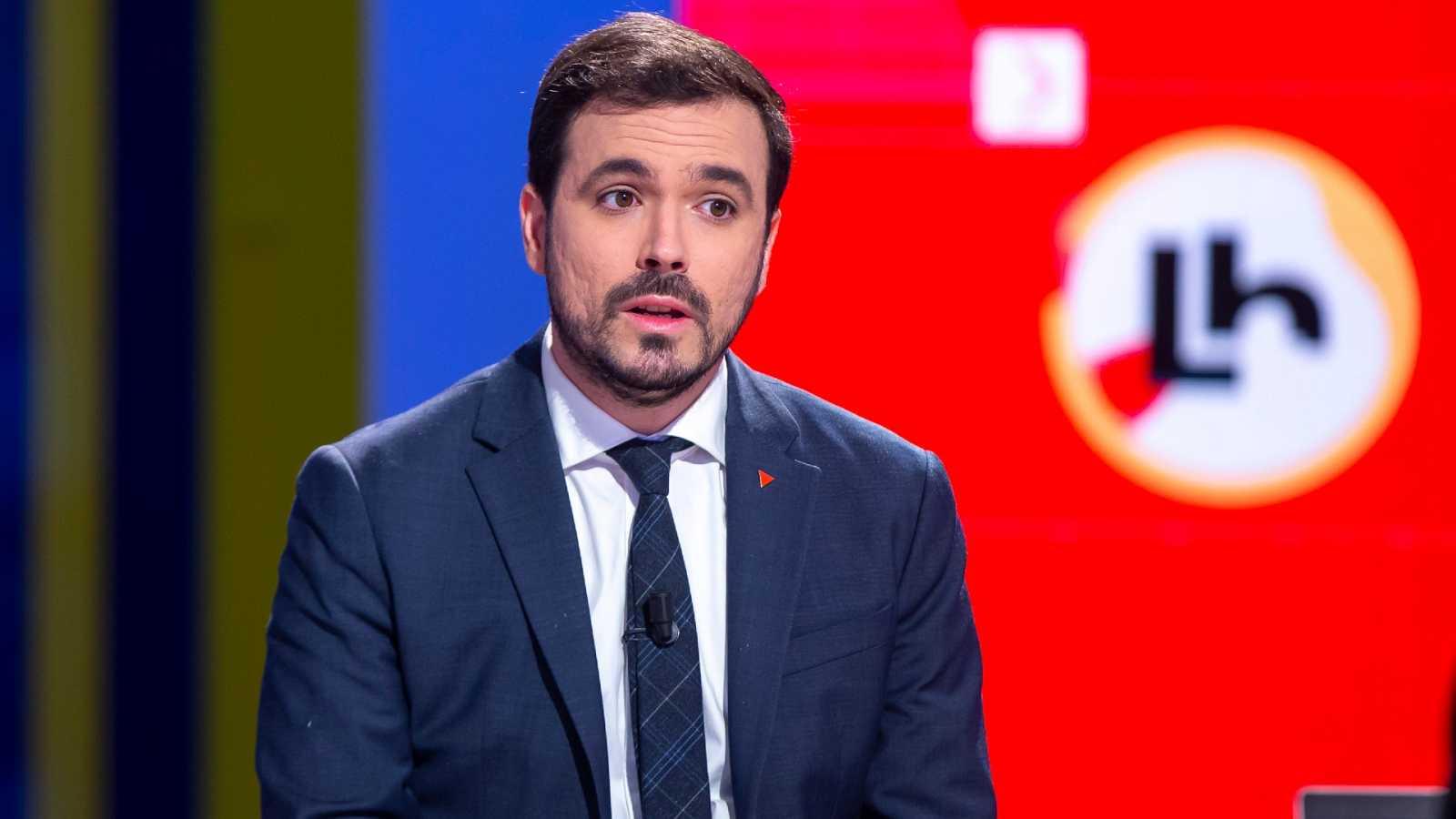 """Garzón pide al rey que """"se desmarque"""" de los militares retirados que critican al Gobierno"""