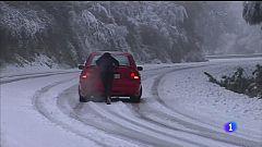 A neve e a choiva complican o tráfico en case 40 estradas de Galicia