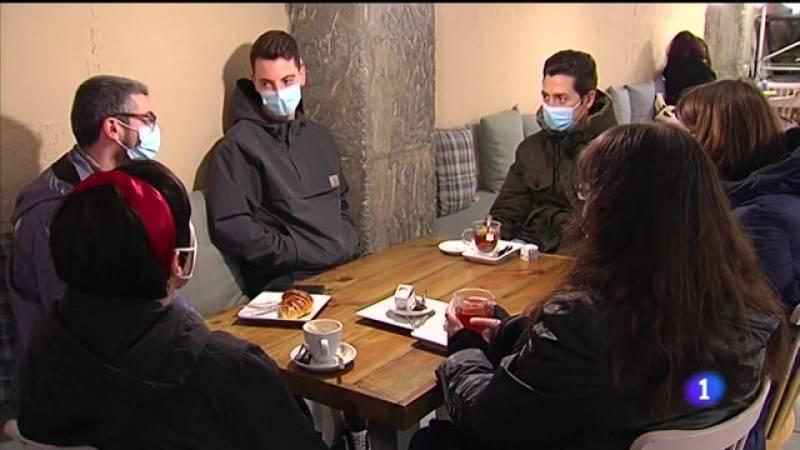 Galicia péchase na ponte mentres reabre a hostalería