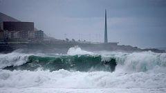 El litoral gallego y cantábrico, en alerta por el temporal de viento y fuerte oleaje