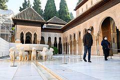 La Alhambra luce solo para unos cuantos privilegiados