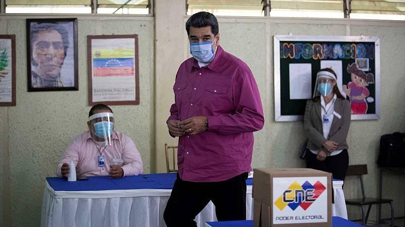 Los venezolanos votan a cuentagotas en unas elecciones parlamentarias cuestionadas