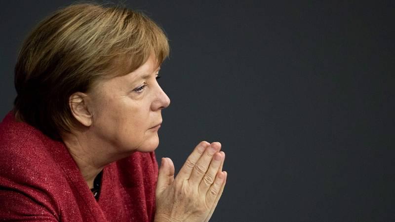 """Merkel insta a aprobar nuevas restricciones en Alemania: """"Pagar el precio de 590 muertos en un día es inaceptable"""""""