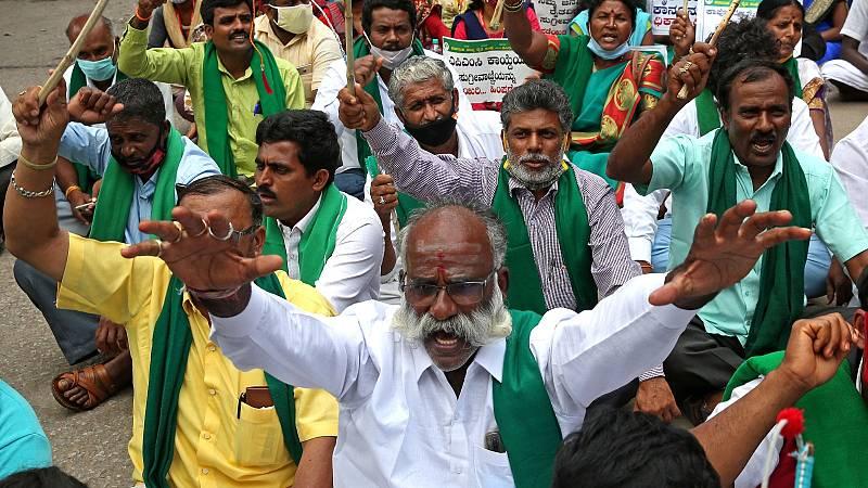 El campo indio protesta contra la reforma agraria con un parón de 250 millones de personas