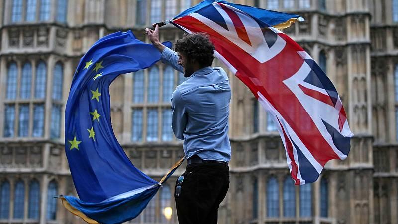 La UE y Reino Unido prorrogan las conversaciones para evitar un 'Brexit' sin acuerdo