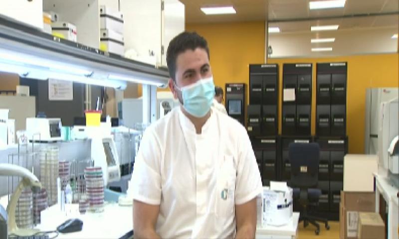 En Lengua de Signos - Raúl, un joven sordo técnico de laboratorio -ver ahora