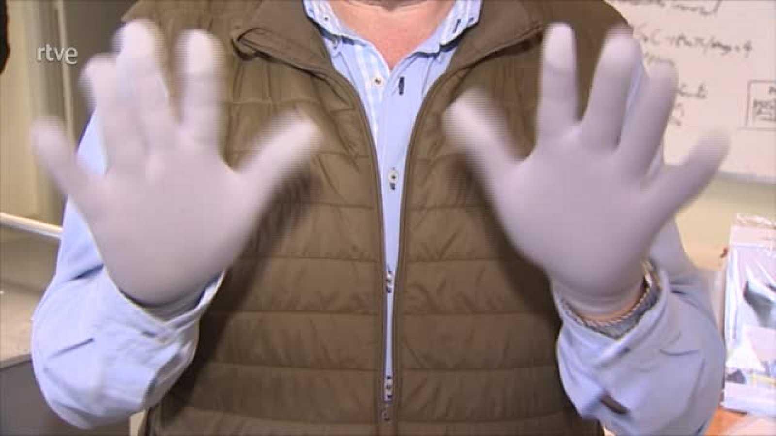El guante absorbe el virus y lo destruye mediante un proceo físico-químico