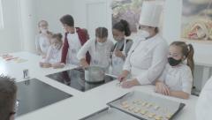 Aprende a hacer una tarta de limón con MasterChef Junior