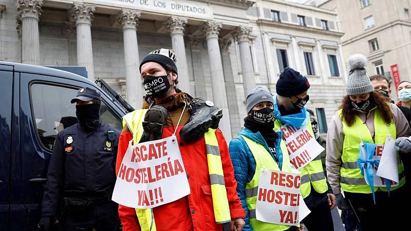 Hosteleros protestan ante el Congreso para exigir un plan de rescate urgente