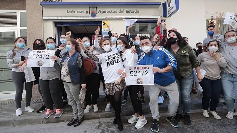 El 52.472 ha sido agraciado con el tercer premio de la Lotería de Navidad 2020, que reparte 50.000 euros por décimo. Dos peñas carnavalescas de Barbate y Chiclana se han repartido casi 45 millones de euros.
