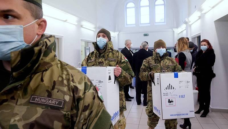 Hungría se salta el acuerdo de la UE y comienza la vacunación un día antes