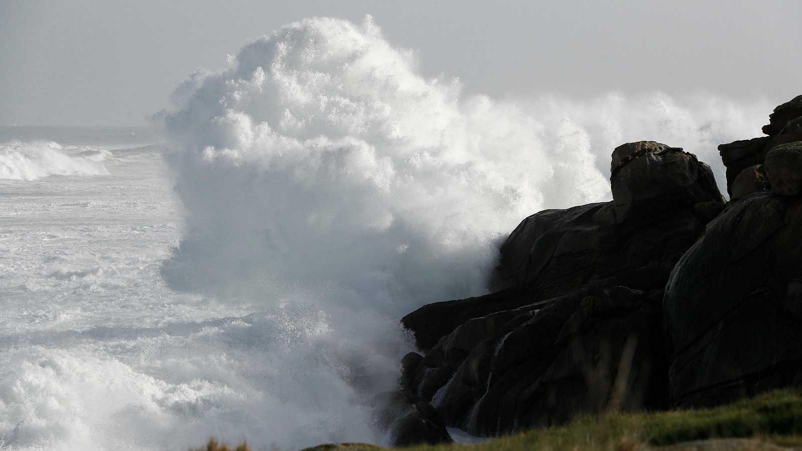 'Bella' dispara la alerta por oleaje y precipitaciones